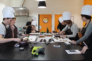 L'atelier chocolat à la shocolaterie de Manthelan